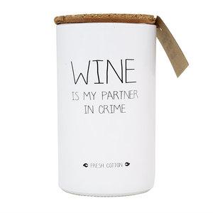distelroos-My-flame-GL.RND.WH-Sojakaars-Wine-is-my-partner-in-crime-Fresh-cotton